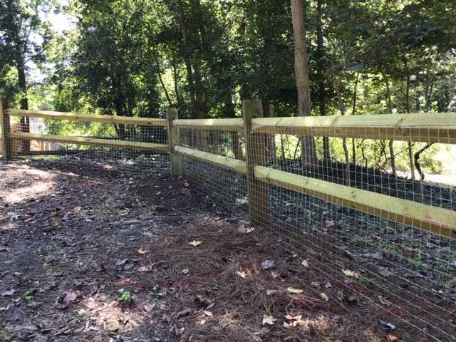 Wood Split Rail with Wire Mesh